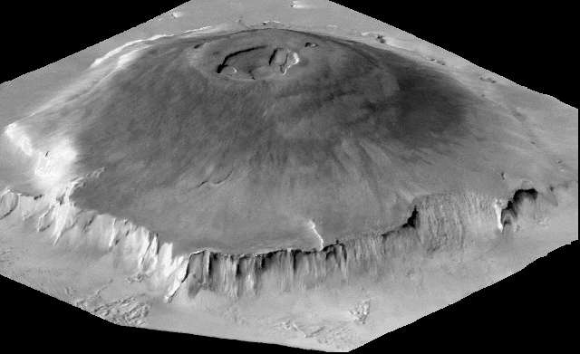 Par rapport au géoïde martien, Olympus Mons, détenteur du titre de plus haut volcan du système solaire, culmine à 21,2 km. Mais il s'élève à 22,5 km au-dessus des plaines environnantes, plus basses que le niveau de référence. La précédente convention, basée sur l'isobare, surestimait l'altitude d'Olympus Mons de 6 km environ. © Nasa, JPL-CalTech