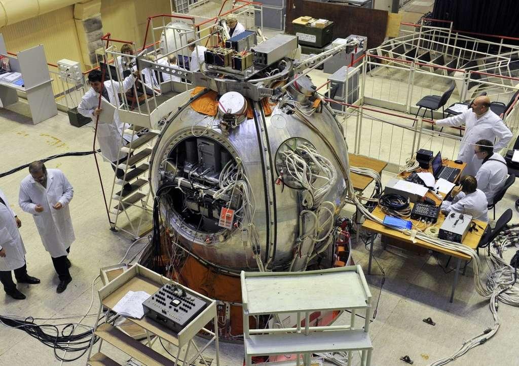 La capsule Bion-M1, en pleine préparation avant son lancement. © TsSKB Progress