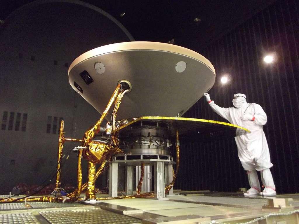 La sonde InSight lors de son essai de vide thermique réalisé en mai 2015. © Nasa, JPL, Lockheed Martin