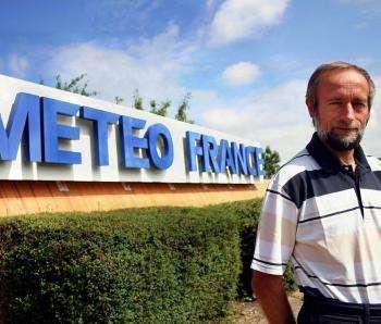 Serge Planton est le directeur du groupe de météorologie de grande échelle et climat (GMGEC) du centre de recherche de Météo-France. Représentant du CNRM au Giec, il a en particulier travaillé sur le chapitre « Comprendre et attribuer le changement climatique » du 4e rapport du Giec. Il est en outre sollicité pour le 5e rapport en cours d'écriture, dont la publication est prévu en juin 2013. © DMM archives