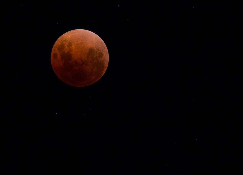Une superbe lune rousse. Photo prise en Australie de l'ouest. © Jon, Flickr, CC BY-NC-ND 2.0