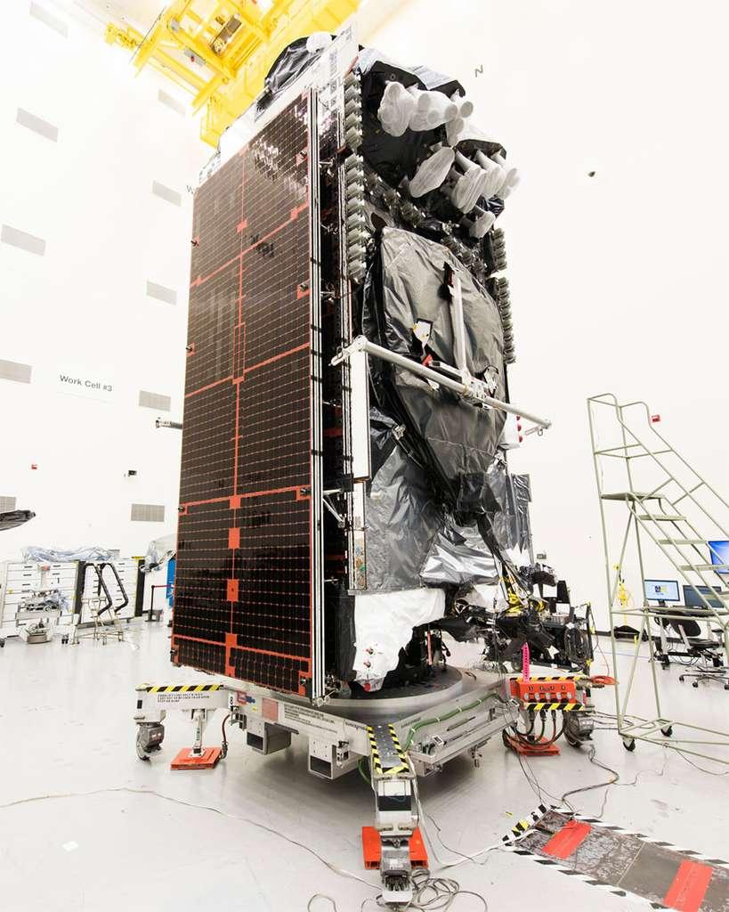 Le satellite Intelsat 29e dans les locaux de Boeing Satellite Systems © Intelsat