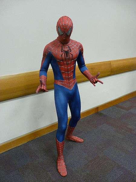 Spider-man ne fait pas que sauver New York des griffes de méchants très mal intentionnés. Il aide les hommes qui l'admirent à avoir une image plus positive de leur corps. © Piotrus, Wikipédia, cc by sa 3.0