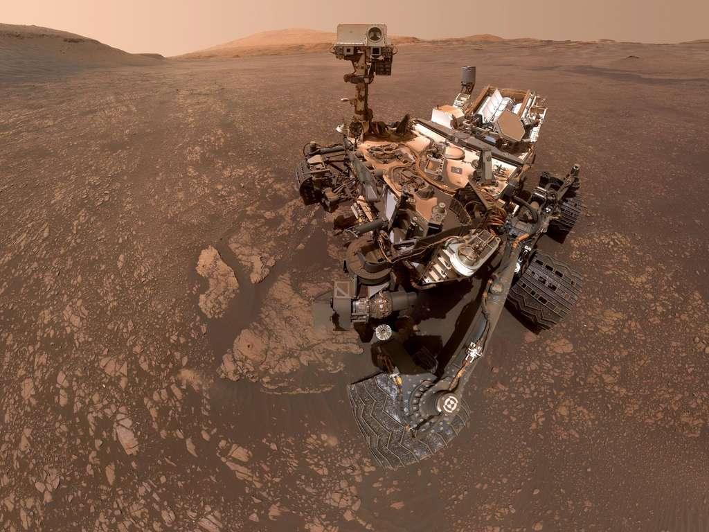 Cinquante-sept images individuelles composent ce nouveau selfie de Curiosity créé le 12 mai. Téléchargez l'image en haute résolution ici. © Nasa, JPL-Caltech, MSSS