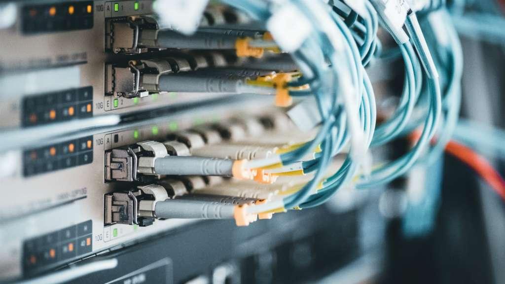 La majorité des foyers français auront-ils accès à la fibre optique avant fin 2022 ? © Zoran Jesic, Adobe Stock