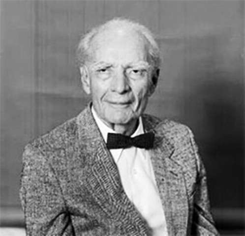 Victor Vacquier (1907-2009) était un géophysicien américain né à Saint-Pétersbourg, en Russie, Il a inventé le magnétomètre fluxgate ayant permis de faire la découverte des fameuses zébrures magnétiques du fond des océans, des preuves de la dérive des continents. ©2010, Regents of the University of California