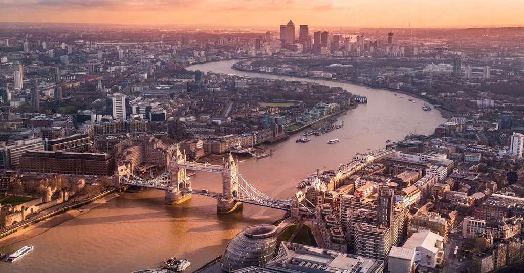 Les villes européennes peinent à se hisser dans le haut du classement des plus grandes du monde. Londres (ici en photo) pointe à peine dans le top 25 avec même pas 9 millions d'habitants. Quant à Paris, elle dépasse juste les 2 millions d'habitants et se classe dans le top 5 des plus grandes villes d'Europe. © Luca Micheli, Unsplash