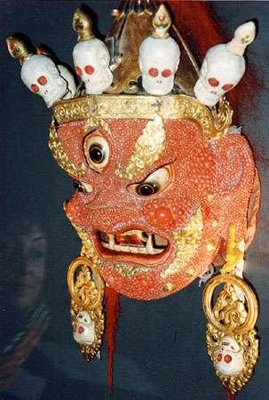Figure 16 : masque de cérémonie mongol orné de corail rouge. © J.-G. Harmelin, tous droits réservés, reproduction et utilisation interdites