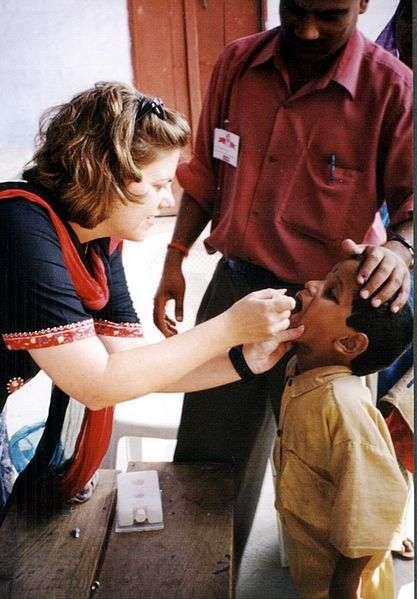 La vaccination orale contre la poliomyélite est très pratique et a montré son efficacité. Le vaccin antipoliomyélitique oral bivalent serait encore plus immunogène que le trivalent. © DR
