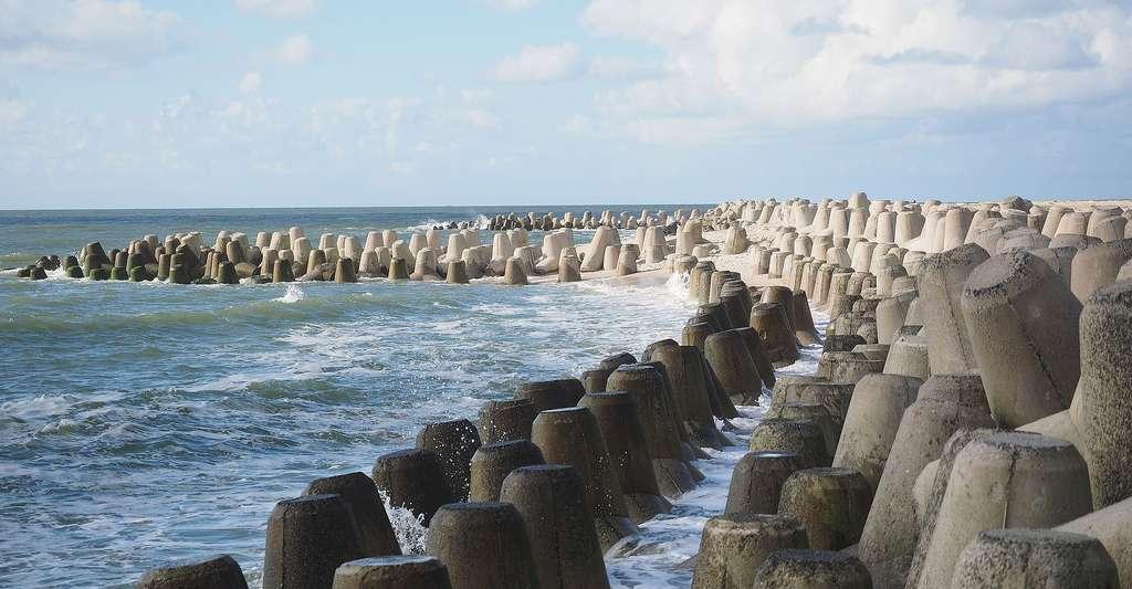 Plots anti-submersion de la mer en béton préfabriqué. © Hans, Pixabay, DP