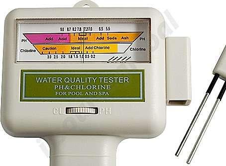 Testeur électronique à sonde pour mesurer les niveaux de chlore et de pH des spas et piscines. Fonctionne avec une pile alcaline AA de 1,5 V. Prix : 25 €. © i-source-global.com