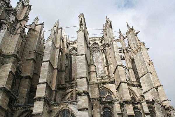 Vue extérieure de la cathédrale. © Binche, CC by 3.0