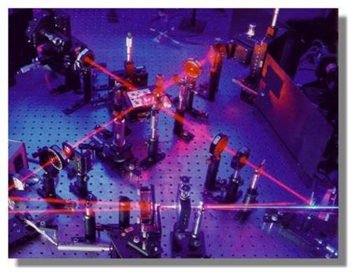 L'expérience de téléportation d'une information encodée dans un faisceau laser réalisée à l'ANU en 2002.