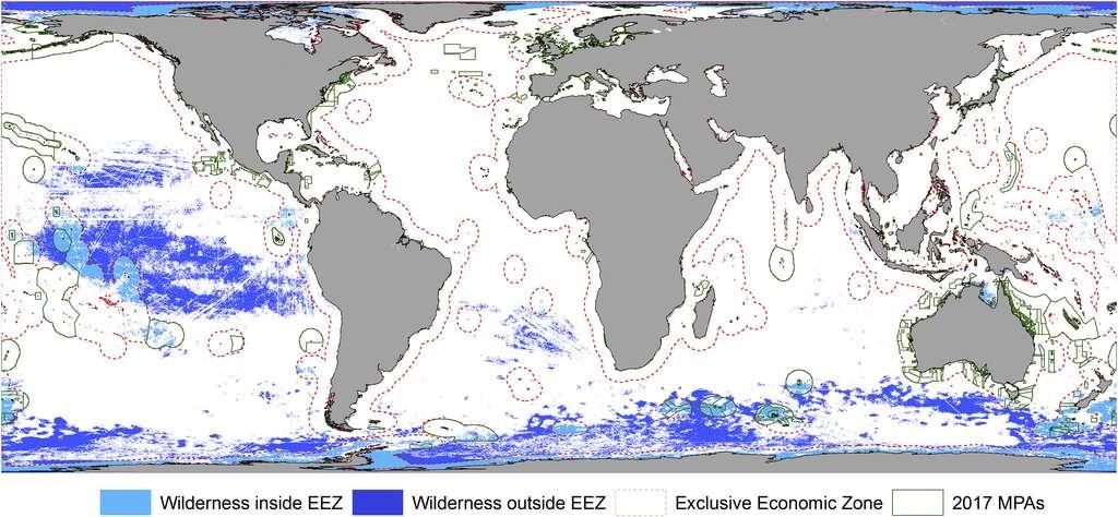 En bleu foncé, les zones vierges hors eaux territoriales. En bleu clair, les zones vierges sous contrôle national. En vert, les aires maritimes protégées. © Jones Kendall R., et al., Current Biology