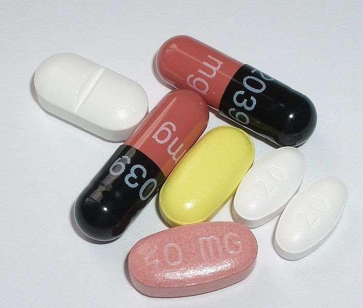 Le pamplemousse n'interagit pas avec un mais plusieurs médicaments de natures très différentes. Il est donc plus prudent de lire la notice avant de manger cet agrume ! © Wurfel, Wikipédia, cc by sa 3.0