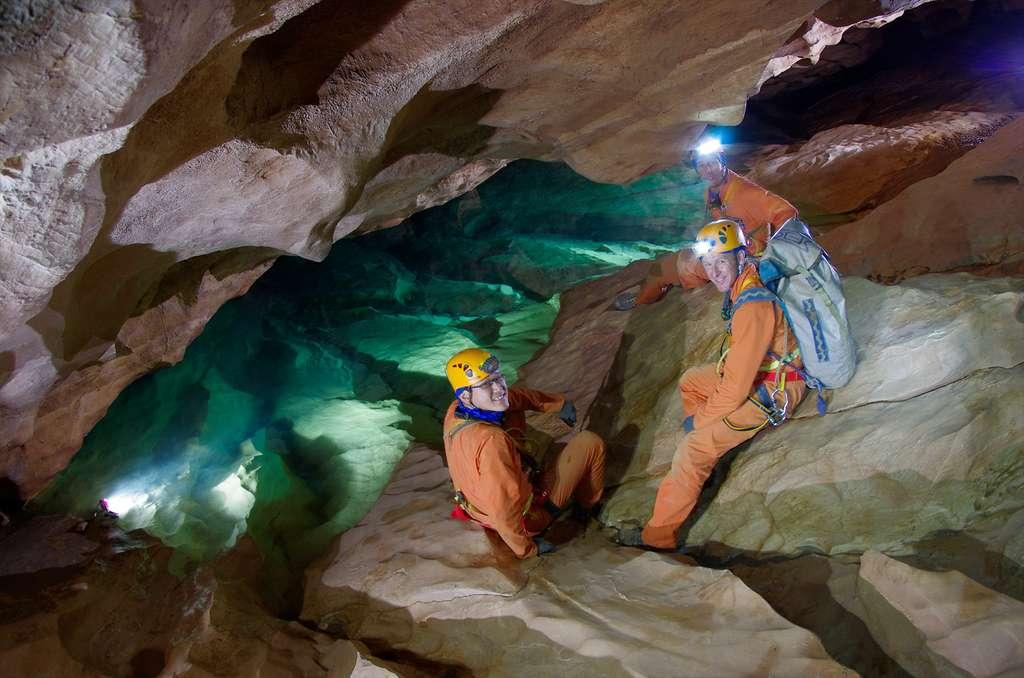 L'expérience Caves (un séjour de plusieurs jours dans une grotte) doit apporter aux astronautes des compétences telles que le leadership et le travail d'équipe, ainsi que contribuer à l'apprentissage dans la prise de décision et à la résolution de problèmes. © Esa