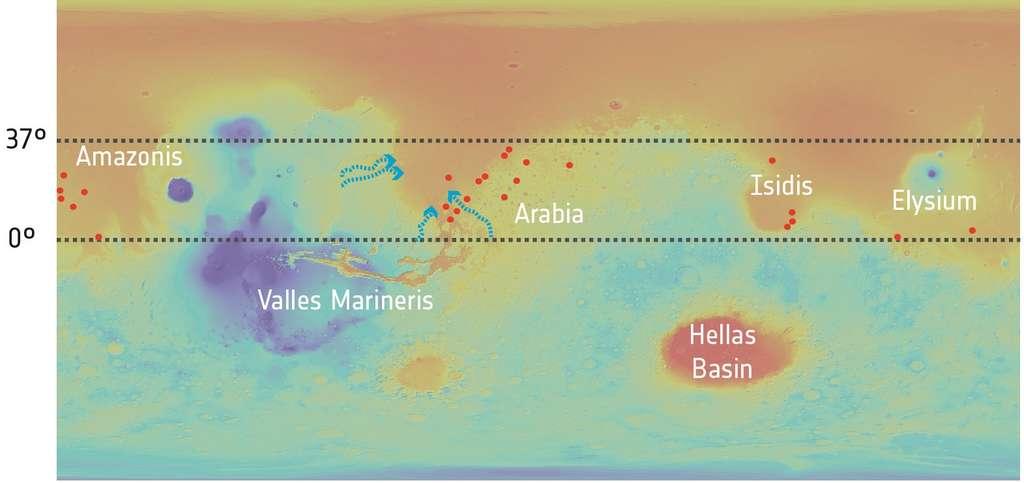 Les 24 cratères étudiés, aussi appelés bassins d'impact, sont indiqués par des points rouges. Ils se trouvent dans la zone équatoriale nord de Mars, une région frontière entre les hautes terres australes (bleu et vert) et les plaines basses boréales (rouge et orange). © Topography: Nasa/MGS/MOLA; Crater distribution: Francisco Salese et al. (2019)
