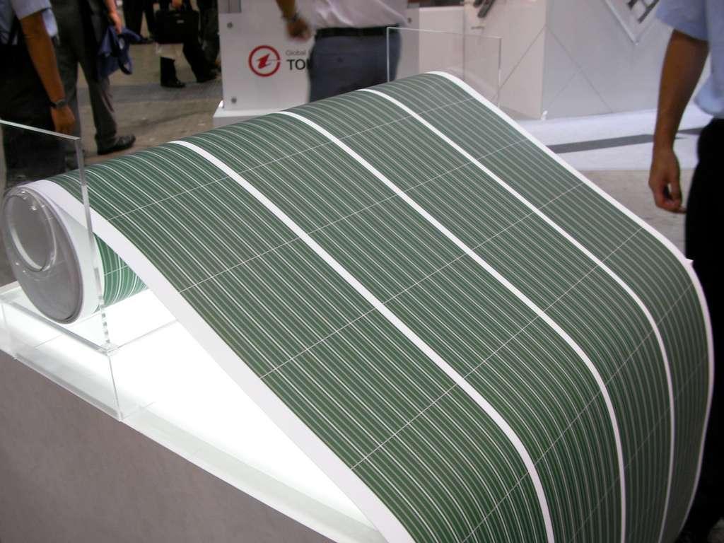 Les cellules photovoltaïques de deuxième génération sont tellement fines qu'elles peuvent être déposées sur des substrats souples. © Marufish, Flickr, cc by sa 2.0