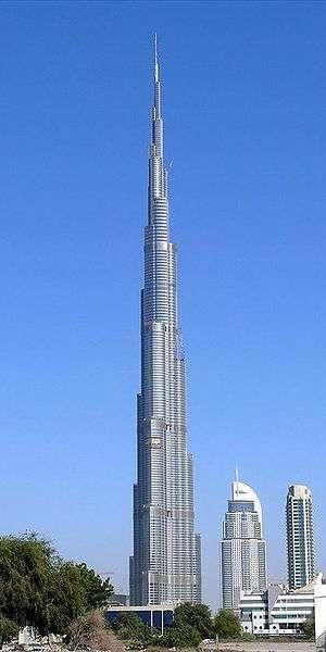 A Dubaï, capitale des Emirats arabes unis, la tour Burj Dubai culmine à 818 mètres. © Licence Commons/Imre Solt