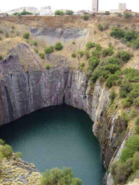 Une mine de diamant épuisée remplie d'eau en Afrique du Sud. Crédit : University of Illinois at Urbana-Champaign.
