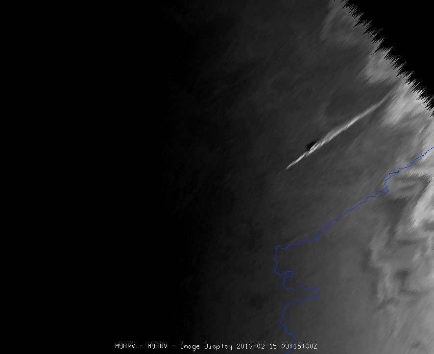 Grâce à son instrument Seviri (Spinning Enhanced Visible and InfraRed Imager), le satellite Météosat a repéré la trace laissée dans l'atmosphère par la météorite de l'Oural, vendredi 15 février 2013. © Eumetsat