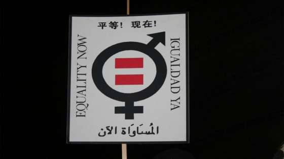 Il a fallu du temps pour accorder des droits similaires aux hommes et aux femmes. En France, il faudra attendre 1945 pour voir la gent féminine faire entendre sa voix lors d'une élection. Aujourd'hui, les différences sont moindres mais elles existent toujours. © Open Democracy, Flickr, cc by 2.0