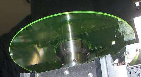 Plus épaisses que les disques optiques actuels, les galettes de Mempile peuvent accueillir 200 couches de 5 micromètres. © Mempile