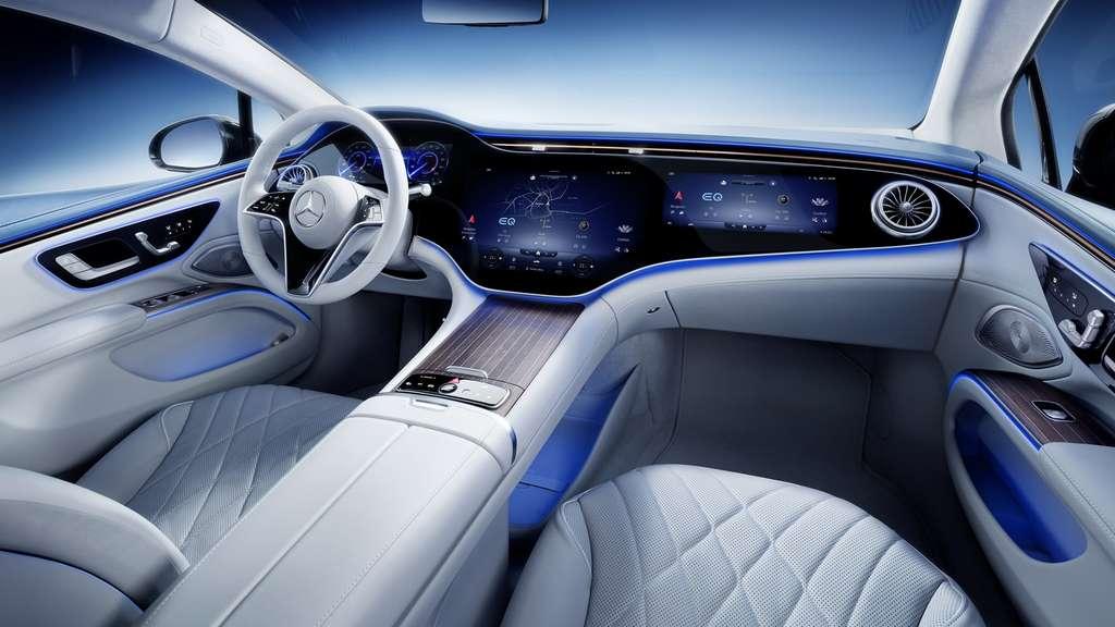 L'impressionnante planche de bord Hyperscreen incurvée de 55 pouces. © Mercedes