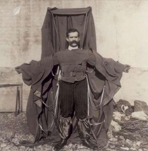 Franz Reichelt était un tailleur parisien qui testa son costume parachute depuis la tour Eiffel en 1912. Malheureusement pour lui, il figure dans cette galerie photo... Cliquez sur l'image pour accéder à la galerie complète. © Wikipédia, DP