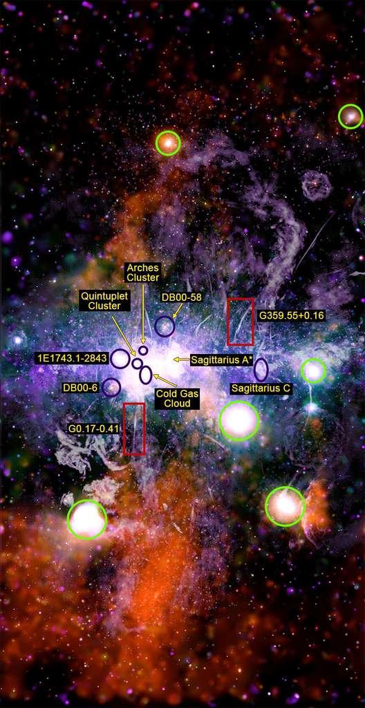 Sur cette image, la localisation de quelques régions particulières du cœur de la Voie lactée. © X-ray : Nasa, CXC, UMass, Q.D. Wang ; Radio : NRF, SARAO, MeerKAT