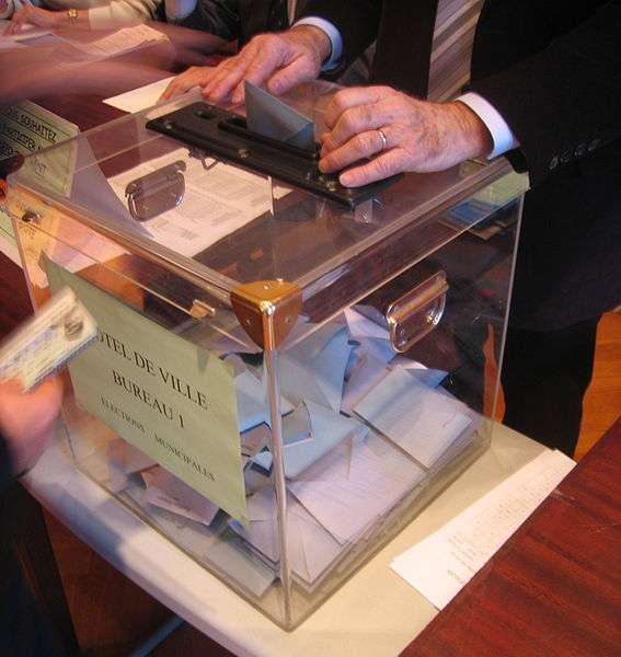 Les politiciens vont-ils désormais se forcer à changer le timbre de leur voix pour gagner quelques voix de plus dans les urnes ? © Jean-Alain Dorange, Wikipédia, cc by 3.0