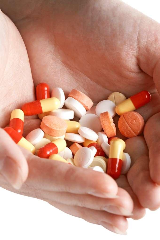 Les personnes séropositives sont obligées de prendre chaque jour plusieurs médicaments pour traiter leur infection par leur VIH. Des contraintes lourdes et rigides, auxquelles il faut rajouter des effets secondaires indésirables. Mais c'est la seule solution pour se préserver du Sida, et encore, elle ne suffit pas toujours... © Gimbat, StockFreeImages.com