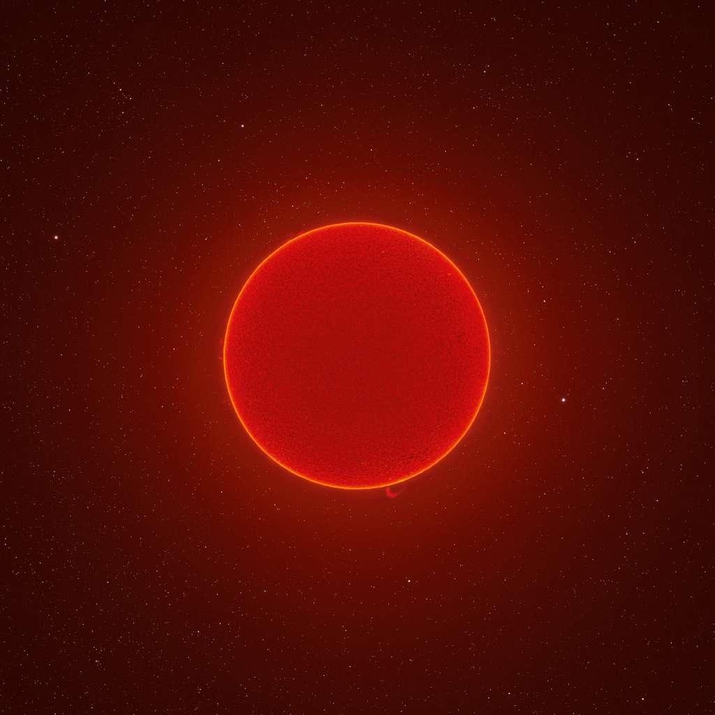 Cette photo en très haute résolution su soleil a été réalisée en assemblant 100.000 photos prises à travers un télescope spécial installé au fond de son jardin. © Andrew McCarthy