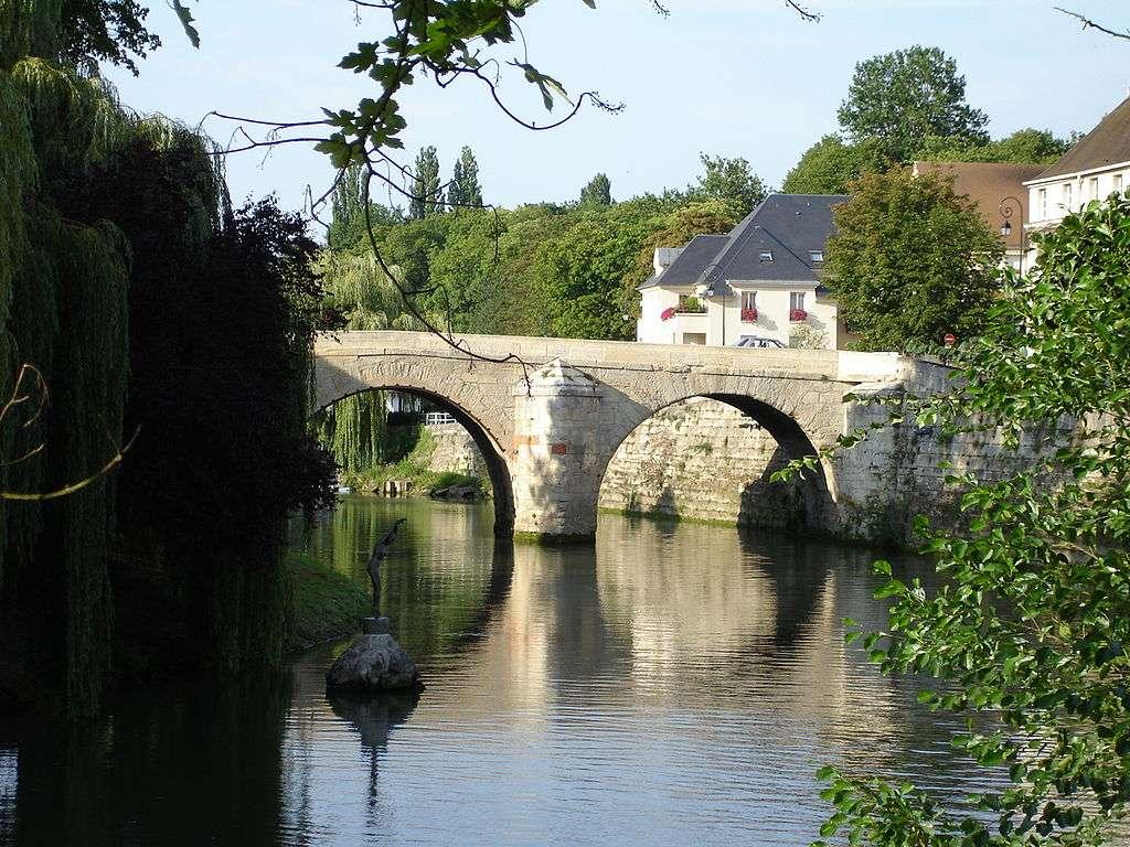 L'Oise passant sous le pont du Cabouillet, à L'Isle-Adam. © Clicsouris, cc by sa 3.0
