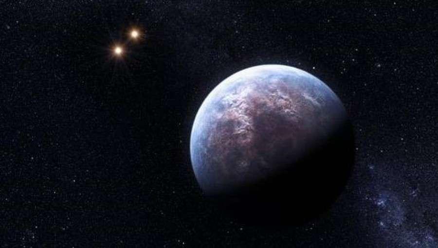 Exoplanète dans un système triple