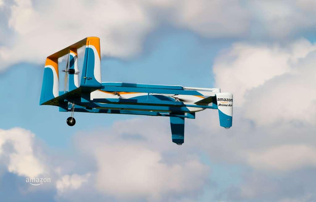 Le drone Prime Air vu de près. Des hélices horizontales assurent la sustentation et une hélice verticale sert à la propulsion. Mais comment peut-il se diriger aussi bien ? © Amazon Prime Air, YouTube