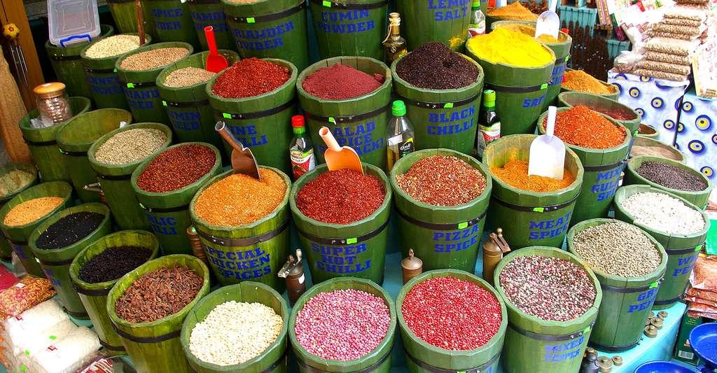 Dans l'un des nombreux marchés turcs rempli de couleurs. © Yannickmorin, Wikimedia commons, DP