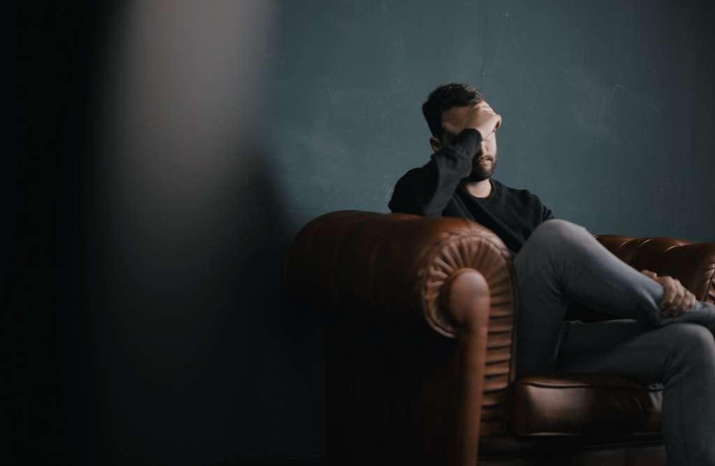 La dysfonction érectile (DE) peut cacher un autre problème et en être un premier signal d'alarme. Une consultation avec un médecin lèvera tout soupçon. © Nik Shuliahin, Unsplash