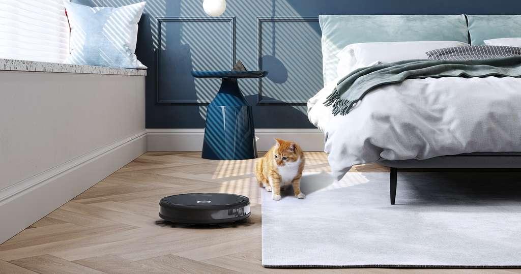 Les propriétaires de chats et de chiens ne peuvent être que satisfaits par le Deebot U2 Pro. Le robot aspirateur a justement été doté d'accessoires prévus pour débarrasser le sol de leurs poils invasifs. © Ecovacs