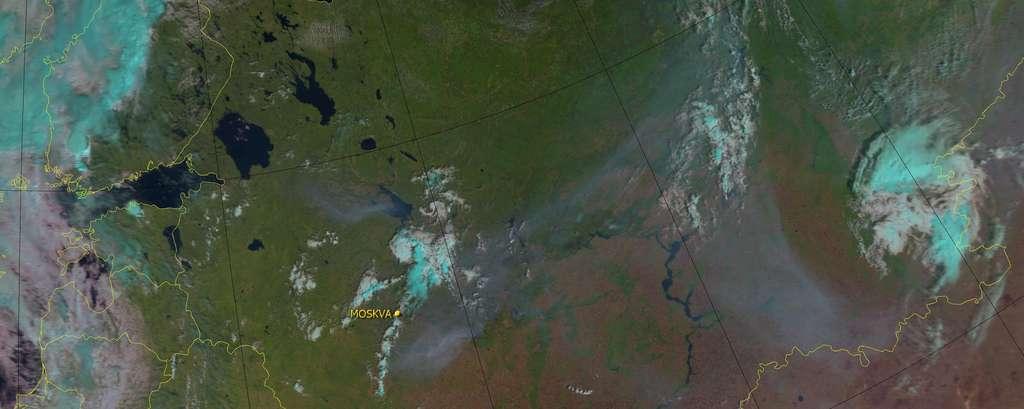 Une image des feux de forêt aux alentours de Moscou saisie le 4 août 2010 par le satellite Metop-A, grâce au radiomètre AVHRR, et diffusée par Eumetsat. On distingue les énormes panaches de fumée qui ont frôlé la capitale russe mais qui s'éloignent vers le nord-est. © Eumetsat
