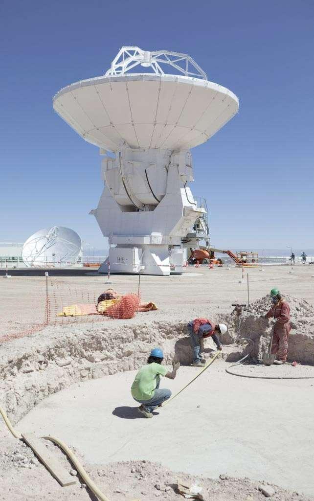 Le réseau Alma sera inauguré ce 13 mars 2013 mais les 66 antennes ne sont pas toutes installées. Si rien ne vient perturber l'agenda, Alma devrait être complètement opérationnel avant la fin de l'année. © Consortium Alma (ESO, NAOJ, NRAO)