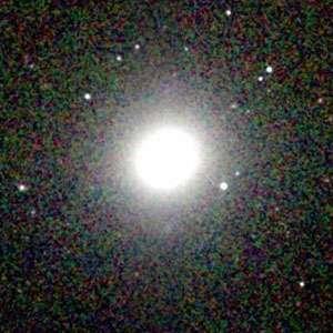 M84 (ou NGC 4374) est une galaxie lenticulaire de type S0 située dans la constellation de la Vierge. © Wikipédia