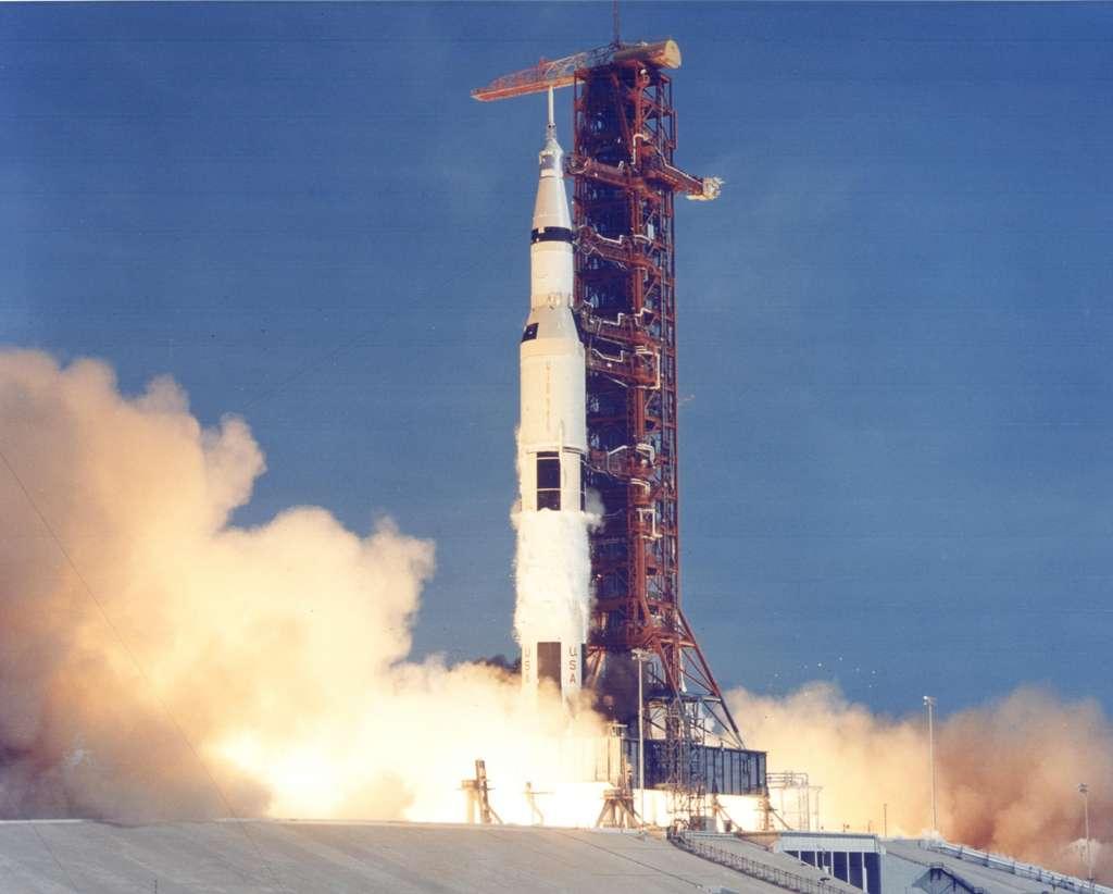 Saturn V au décollage, objectif Lune !