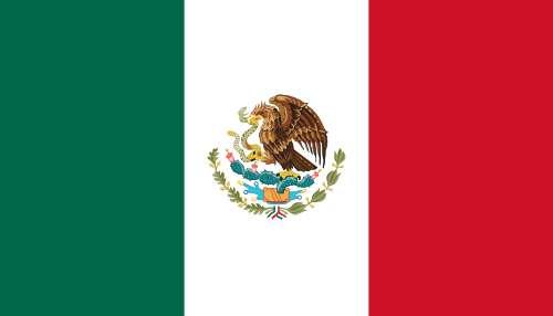 Drapeau du Mexique. Au milieu, les armes du Mexique, qui représentent un aigle dévorant un serpent. On considère généralement que le vert, le blanc et le rouge du drapeau symbolisent respectivement l'espoir, l'unité et le sang des héros. © Alex Covarrubias, Wikmedia Commons, DP