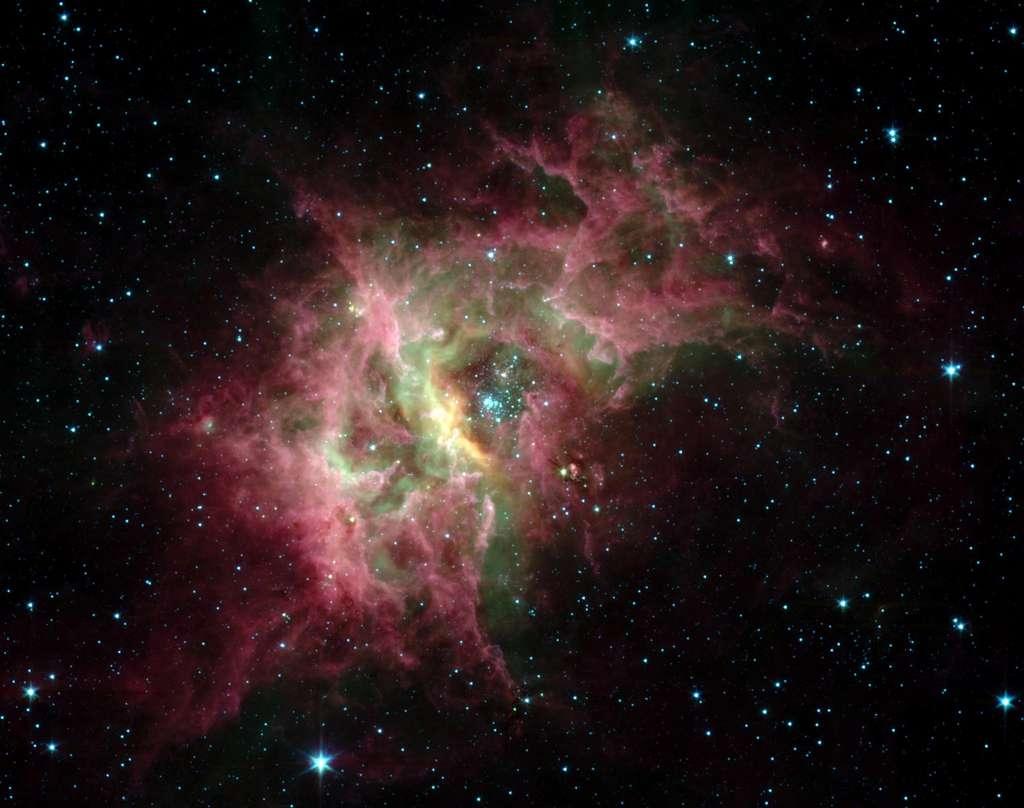 La nébuleuse galactique RCW 49 est l'une des régions de formation d'étoiles les plus actives de la Voie lactée. En son cœur, l'amas Westerlund 2 étudié par les chercheurs de l'université du Maryland. © Nasa, JPL Caltech, E. Churchwell, Université du Wisconsin