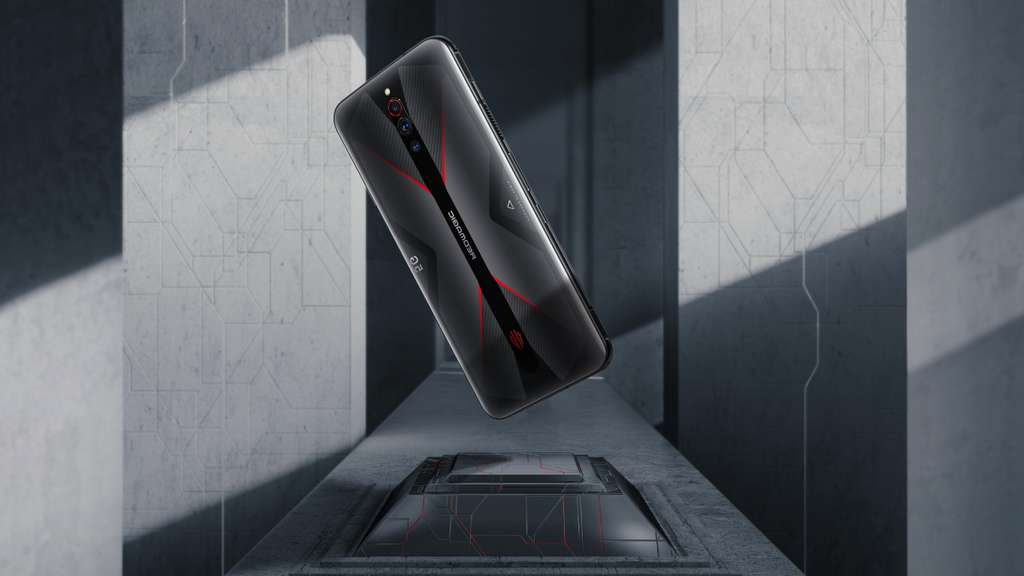 Rather discreet in appearance, the RedMagic hides a whole arsenal of technologies dedicated to games.  It has a liquid and fan cooling system.  © Nubia