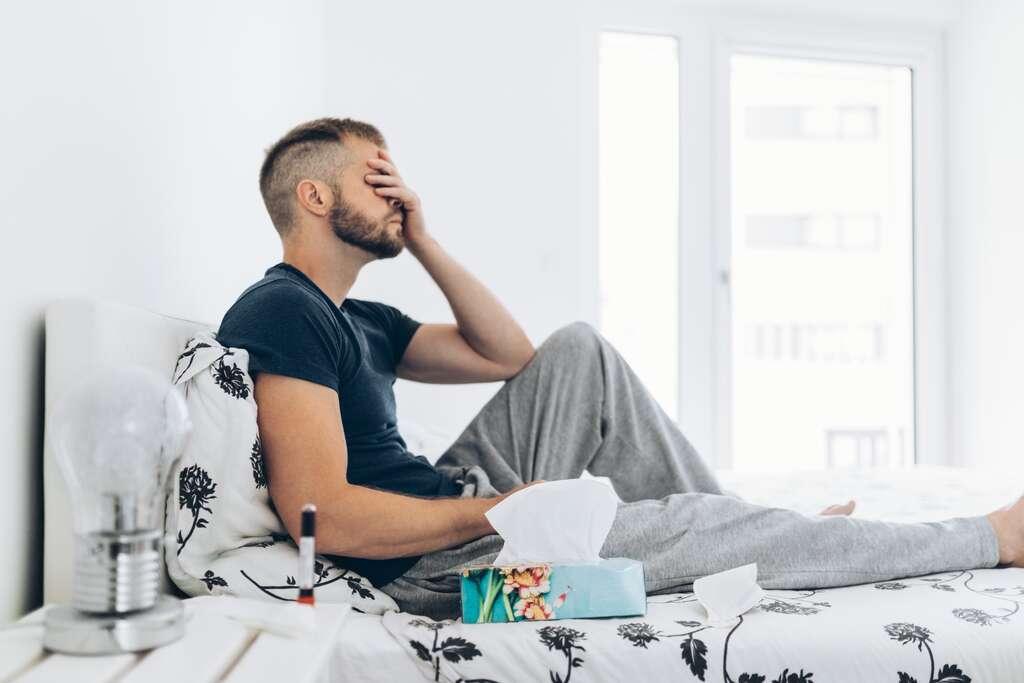 Parmi les patients, non hospitalisés, touchés par une forme de Covid-19 longue, plus de 50 % ressentent la persistance d'au moins un symptôme. © and.on, Adobe Stock