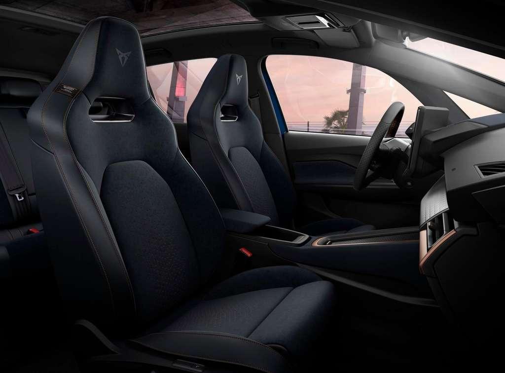 L'intérieur de la Cupra Born, avec ses sièges baquets dont une partie est fabriquée à partir de plastique marin recyclé. © Cupra