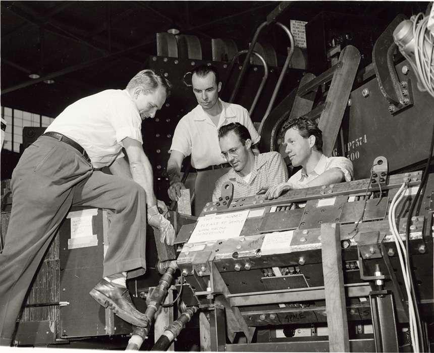 De gauche à droite, les découvreurs de l'antineutron en 1956, William Wenzell, Bruce Cork, Glenn Lambertson et Oreste Piccioni. © Lawrence Berkeley National Laboratory