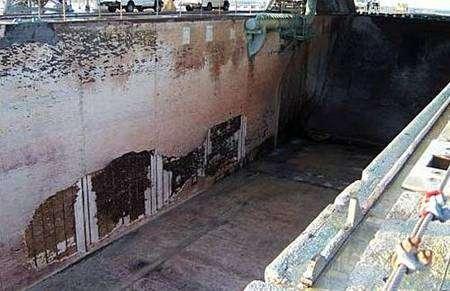 Etat de la fosse située sous les moteurs de la navette après son décollage. Crédit Nasa